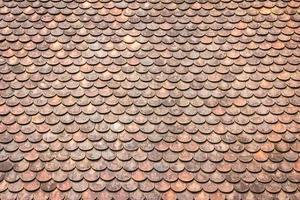 velho grunge vermelho e laranja resistido fundo de textura de telhas. foto