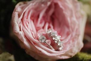 anel de noiva, anéis de diamante, preparação para casamento foto