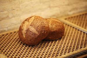 pão de nozes, produtos de panificação, pastelaria e padaria foto