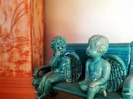 escultura de anjo símbolo da religião cristã foto