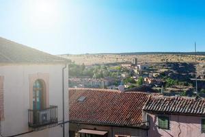 vista de uma cidade medieval na espanha foto