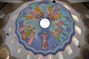 becej, sérvia, 2021 - teto da igreja do santo mártir george foto