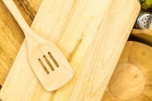 palheta de madeira ou torneiro de madeira a bordo foto