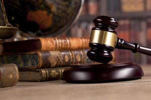 conceito de escritório de advocacia, itens de escritório de conselheiro ou advogado foto