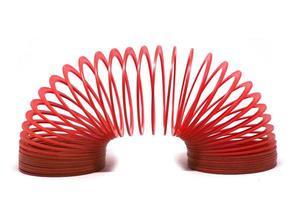 brinquedo sping vermelho isolado no fundo branco. foto