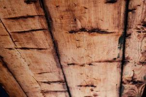 antigo teto de madeira natural close-up foto