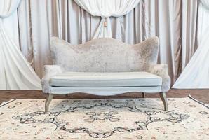sofá vazio bonito e luxuoso foto