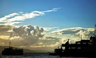 doca local de transporte perto do mar foto