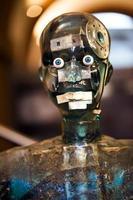 Visão futurista de alta tecnologia do manequim robô com detalhes externos foto