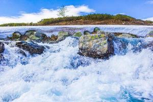 lindo rio storebottane no lago vavatn, hemsedal, noruega foto