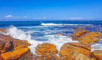 paisagem costeira de false bay na cidade de simons, perto da cidade do cabo na áfrica do sul foto