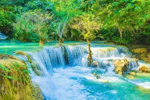 cachoeira kuang si em luang prabang, laos foto