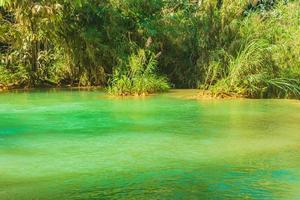 rio na cachoeira kuang si em luang prabang, laos foto