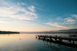 nascer do sol no lago de zurique, suíça, europa foto