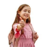 isolar o retrato. adolescente em um vestido rosa com uma mochila. foto