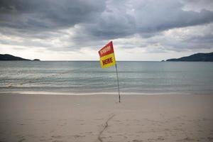 bandeira de segurança de natação foto