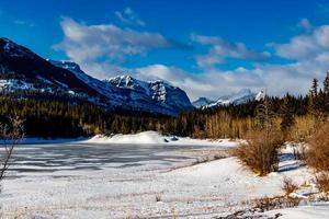 o horton middle lake, parque provincial de bow Valley, alberta, canadá foto