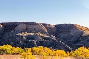 área natural de pastagem de herança de tolman badlands, alberta, canadá foto
