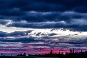 nascer do sol sobre o vale de proa. Parque provincial de Bow Valley. Alberta, Canadá foto