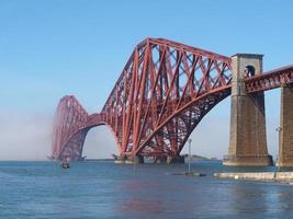 Forward Bridge over Firth of Forward em Edimburgo foto
