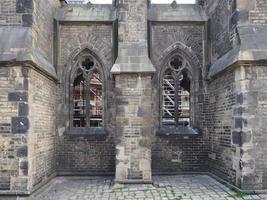 ruínas da igreja de São Nicolau em Hamburgo foto