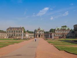 palácio zwinger em dresden foto