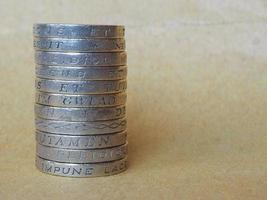 pilha de moedas de libra foto