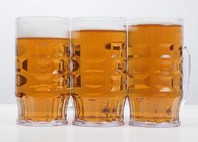 copo de cerveja lager foto