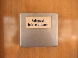 placa de informações do passageiro no bonde alemão foto