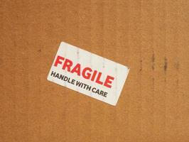 manuseio frágil com sinal de cuidado foto