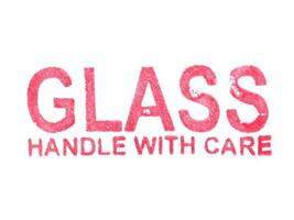 alça de vidro com cuidado foto