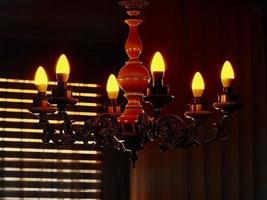 lustre antigo com lâmpadas led foto
