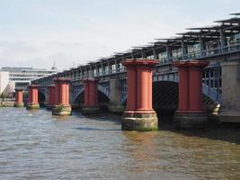 Ponte Blackfriars em Londres foto