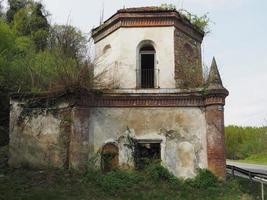 ruínas da capela gótica em chivasso, itália foto