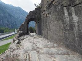 Arco da antiga estrada romana em donnas foto