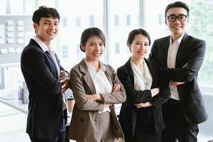 retrato de grupo de empresários asiáticos foto
