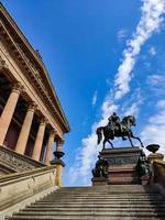Berlim 2019 - antiga galeria nacional com vista da rua foto
