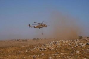 cidade, país, mmm dd, aaaa - helicóptero em uma missão de resgate foto