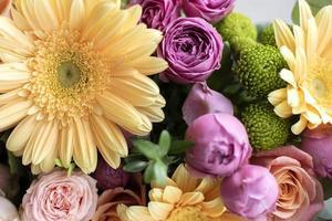 o lindo buquê de flores naturais foto