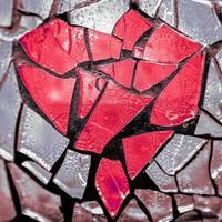 coração de vidro quebrado foto