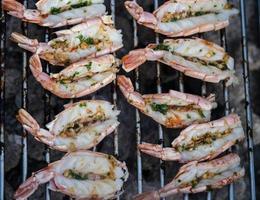 frutos do mar mediterrâneos marinados para grelhar foto