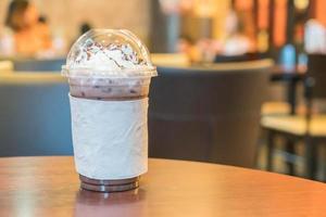 chocolate gelado com chantilly foto