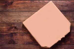 Maquete em branco de caixa de pizza de papelão marrom para entrega foto
