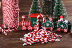 elementos de decoração de natal para decorar a árvore do ano novo foto