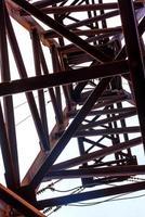 uma torre de eletricidade de alta tensão foto