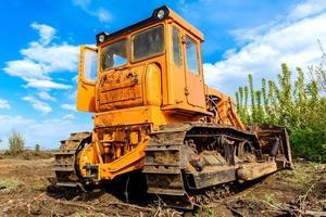 bulldozer para estaleiros de construção de edifícios industriais foto