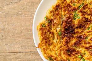 omelete com feijão comprido ou feijão-frade - comida caseira foto
