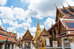 templo do Buda Esmeralda e o grande palácio em Banguecoque, Tailândia foto