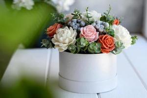 buquê de lindas flores rosas brilhantes foto