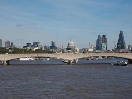 ponte Waterloo em Londres foto